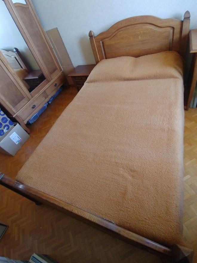 bed met nachtkastje 2